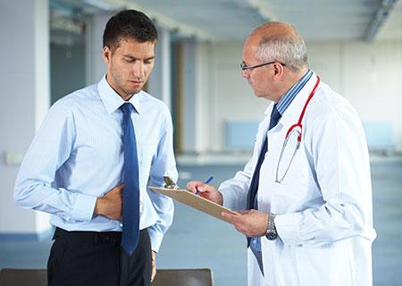 Đi tiểu ra máu ở nam giới là bị làm sao? Khi nào khám bác sĩ